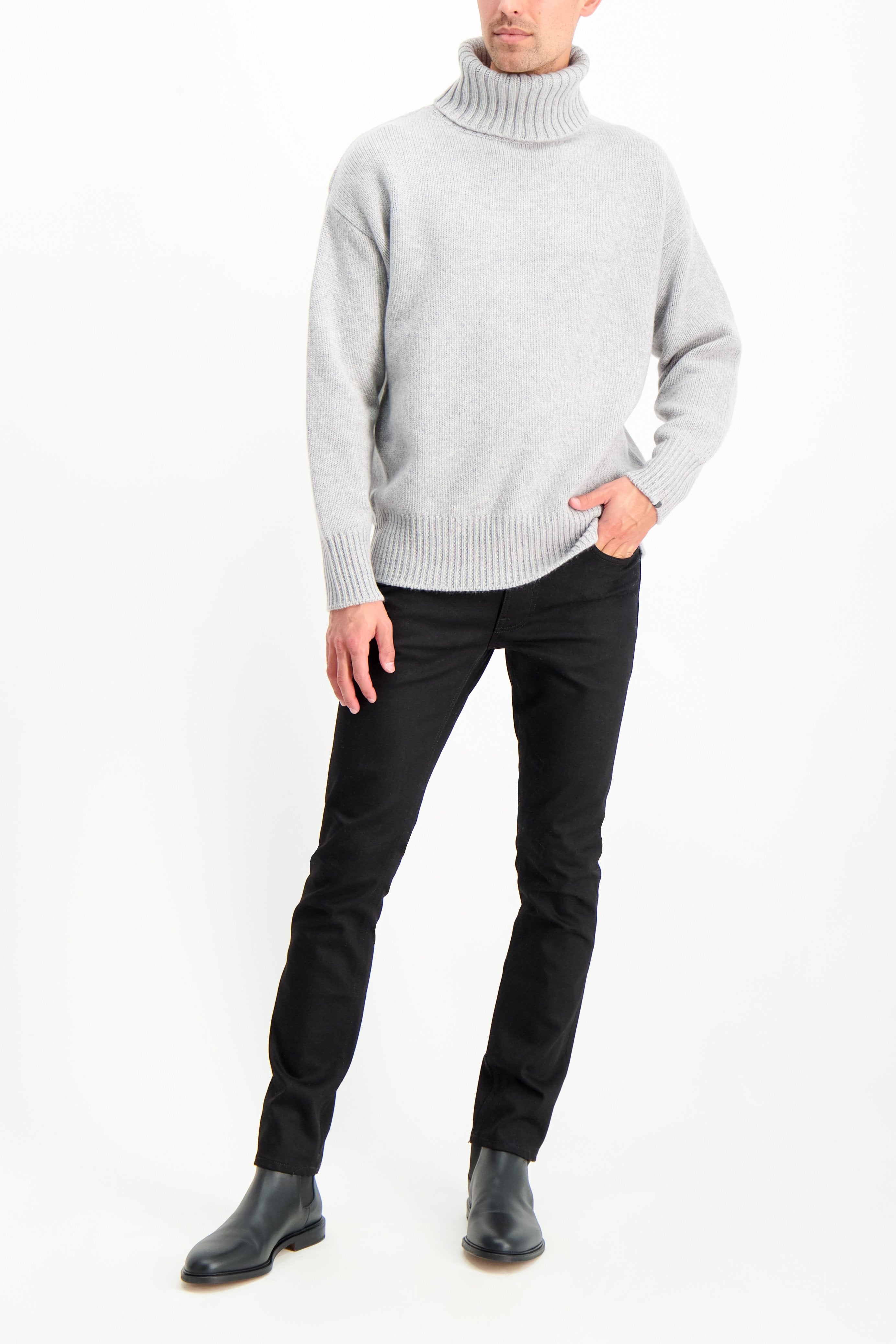 Full Body Image Of Model Wearing Extreme Cashmere N°20 Oversize Xtra Sweater Grey
