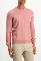 Front Crop Image Of Model Wearing Gran Sasso Men's Crewneck Sweater Pink