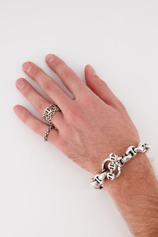 Image of Hoorsenbihs Brute Tri-Link Black Diamond Bridges Ring on model's hand