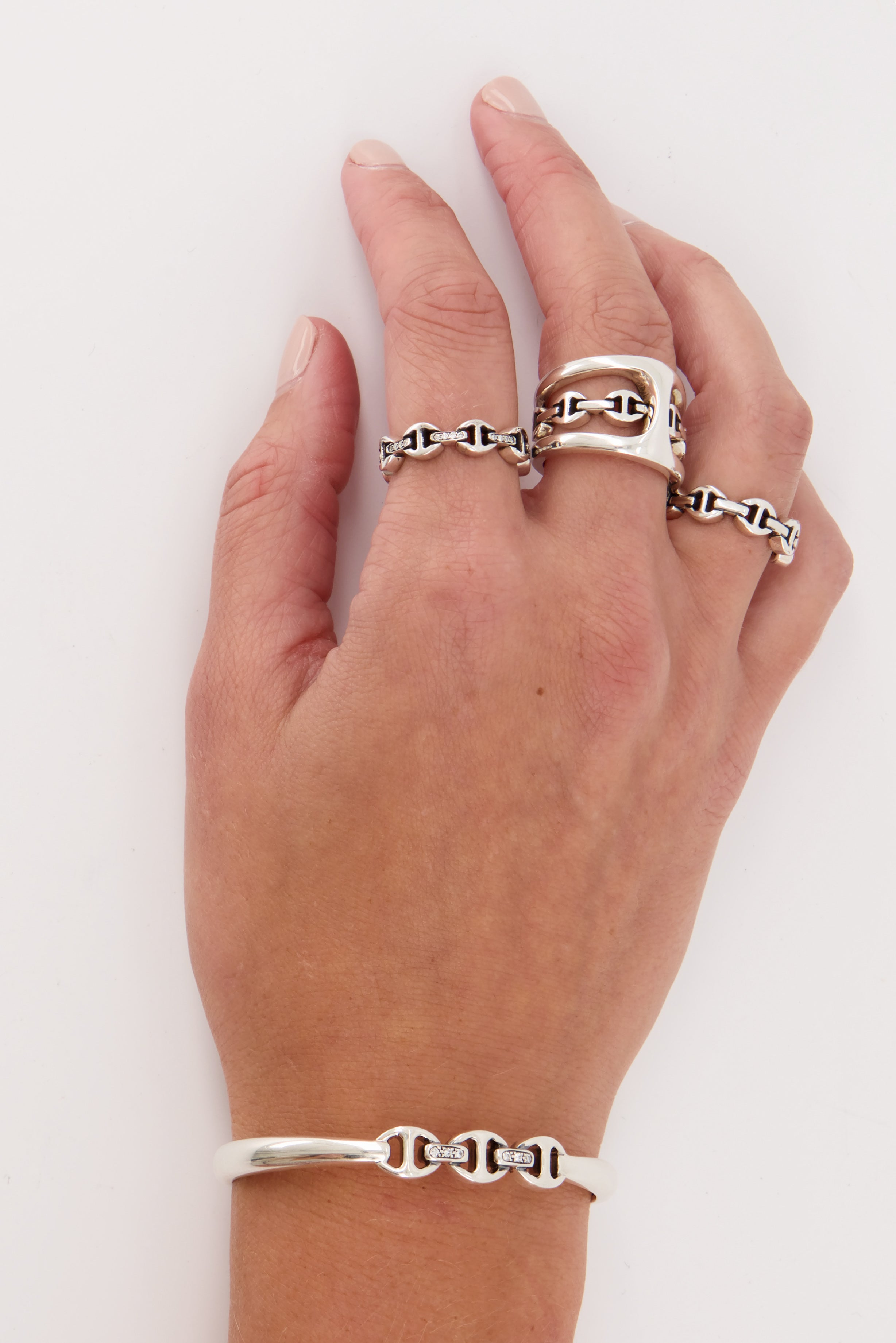 Dame Classic Tri-Link With Diamond Bridges Ring