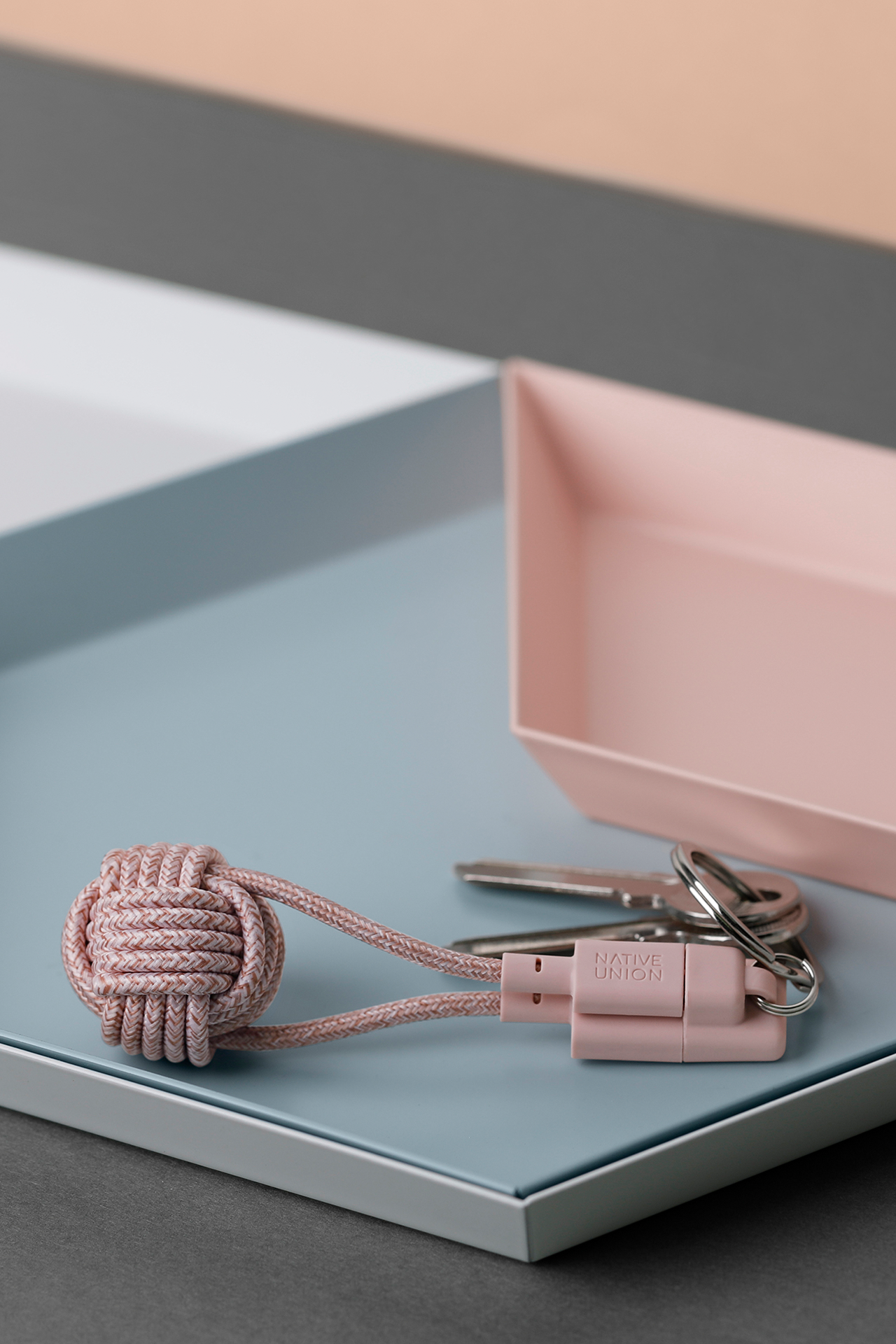 Lifestyle detail image of Key Cable kv Lightning Rose