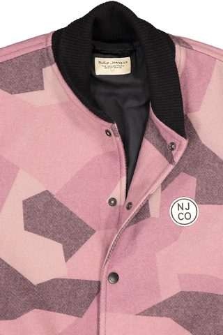 Front collar and button detail image of Nudie Jeans Bengan Wool Fleece Camo Jacket