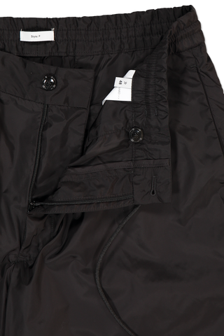 Drawstring, zipper, and button detail of PT Forward Drawstring Jogger Diagonal Pockets Black