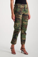 Front Crop Image Of Model Wearing RE/DONE Cargo Pant