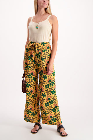 Full Body Image Of Model Wearing Maison Scotch Cropped Wide Leg Pant Floral