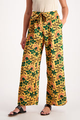 Front Crop Image Of Model Wearing Maison Scotch Cropped Wide Leg Pant Floral