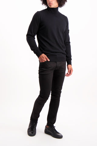 Full Body Image Of Model Wearing Stone Island Light Wool Turtleneck Black
