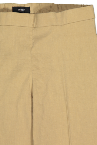 Front waist detail of Theory Basic Pull On Pant