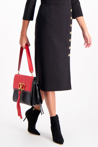 Model Image of Valentino Vee Ring Medium Shoulder Bag Rouge/Nero