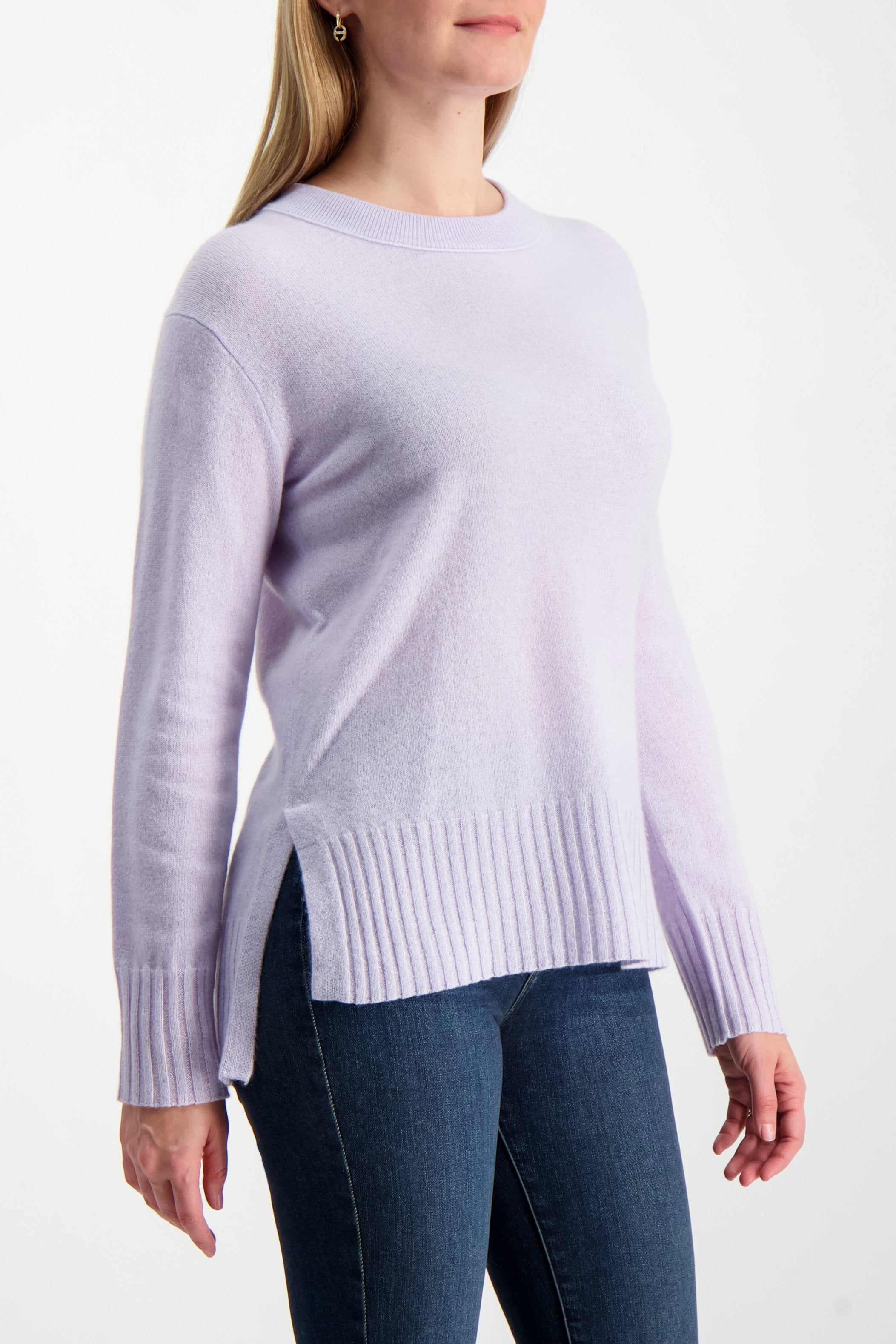 Front Crop Image Of Model Wering White & Warren Easy Wide Rib Hem Sweater Silver Lilac