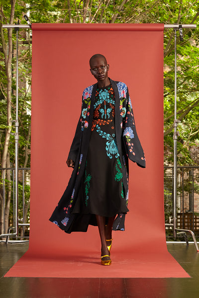 Cynthia Rowley Resort 2017 look 25 featuring a black and bright color printed dress with a matching kimono