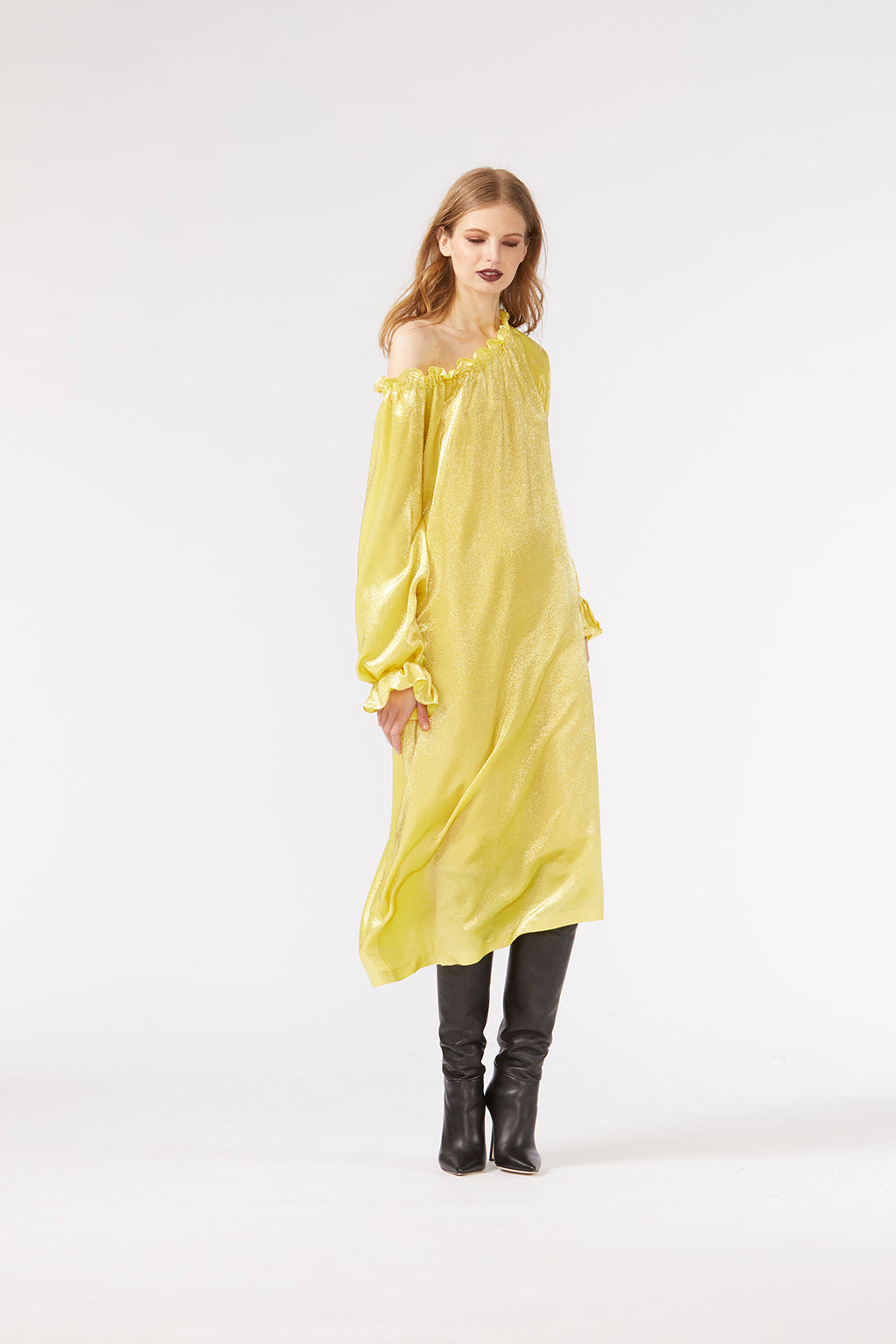 Cynthia Rowley Fall 2018 look 30 featuring an off-shoulder dress in yellow shimmer silky fabric.