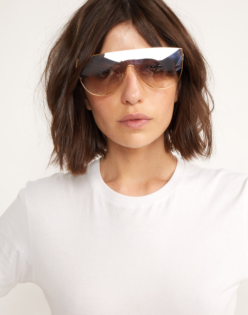 Model wearing Riviera sunglasses in blush.