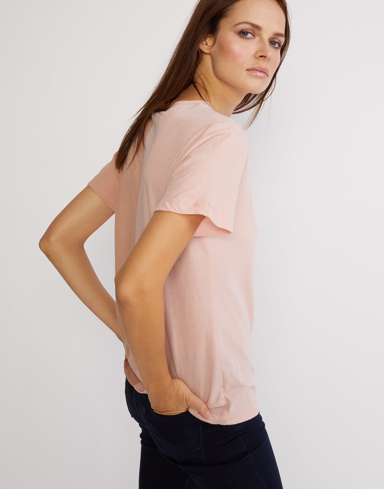 Side view of the short sleeved half beige, half pink caliyork tee in soft cotton.