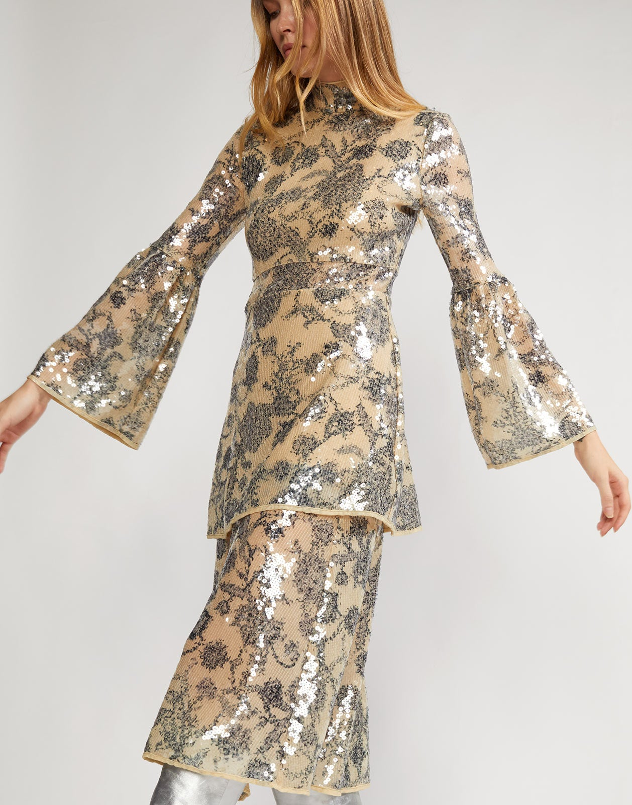 Sequined bell sleeve dress with floral motif