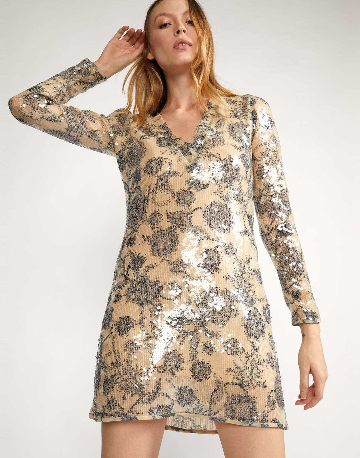 Sequin dress with v-neckline