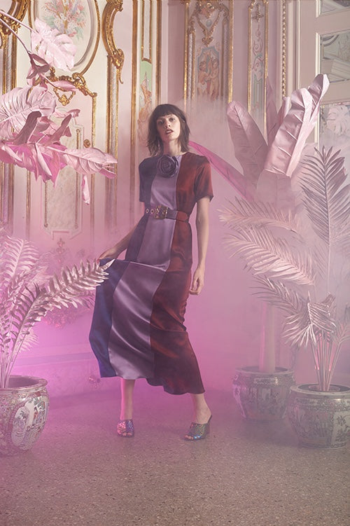 Cynthia Rowley Resort 2016 look 3 featuring a three panel silk charmeuse color block short sleeved maxi dress with belt and silk rose pinned at neck