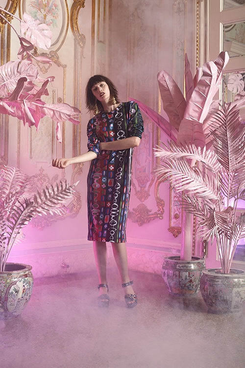 Cynthia Rowley Resort 2016 look 6 featuring an abstract printed cotton knee length t-shirt dress
