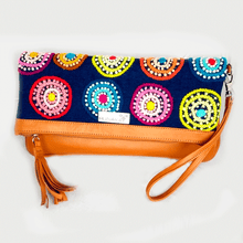 CLUTCH BORDADO by Runakay