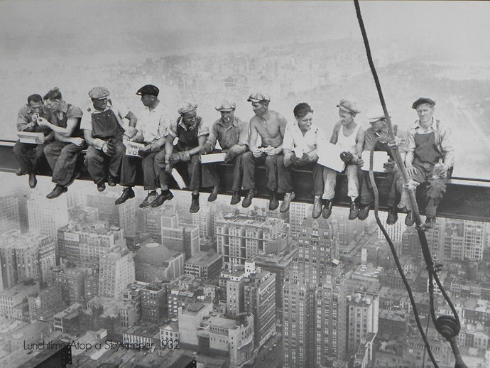 Lunchtime-Atop-a-Skyscraper-1932-The-Bettmann-Archive-Building-the-Rochester-Center-New-York-1932-23.5x31-VPp-Print-list-75-ours-60-e14.jpg