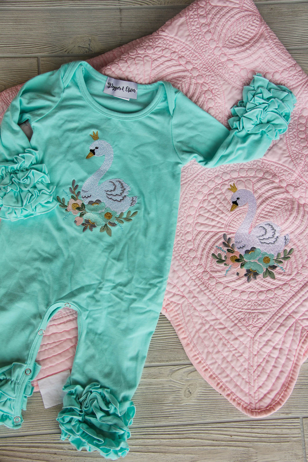 Take Home Newborn Set - Swan Baby Set