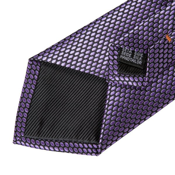 Detailed image of the lilac honeycomb pattern silk necktie