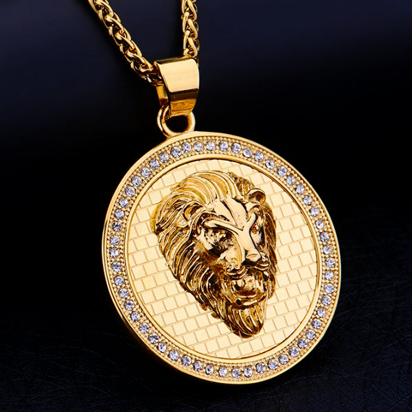 Details of the gold lion coin pendant