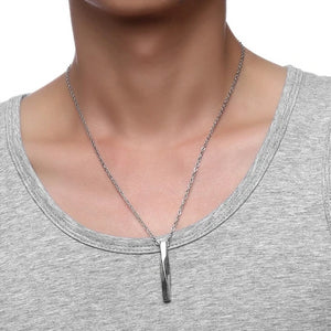 Man wearing a twisted bar pendant necklace
