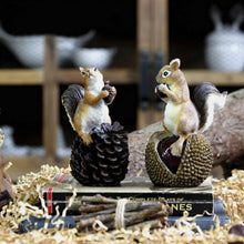American Countryside Artificial Resin Squirrel with nuts Figurine (Free Delivery)