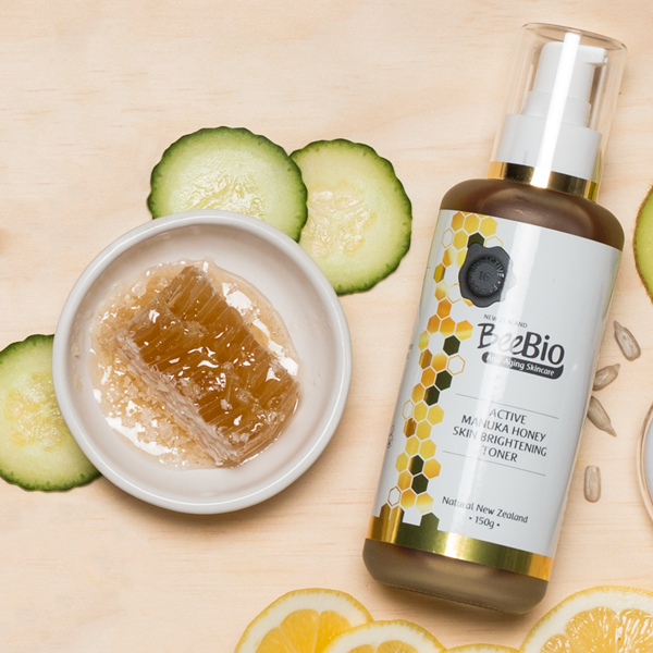 Manuka Honey Brightening Toner Lifestyle Shot