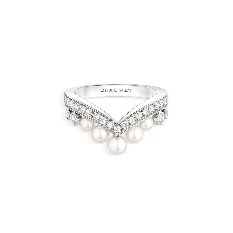Joséphine Aigrette ring in white gold, set with Brilliant-cut diamonds and Akoya cultured pearls