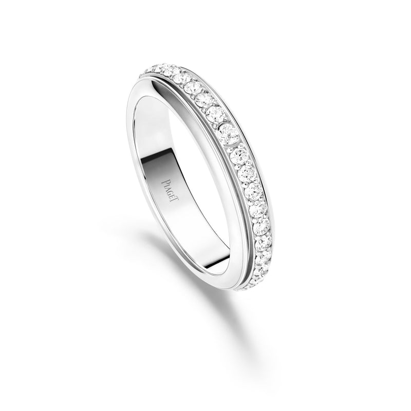 Possession ring in 18K white gold set with 36 brilliant-cut diamonds (approx. 0.7 ct).