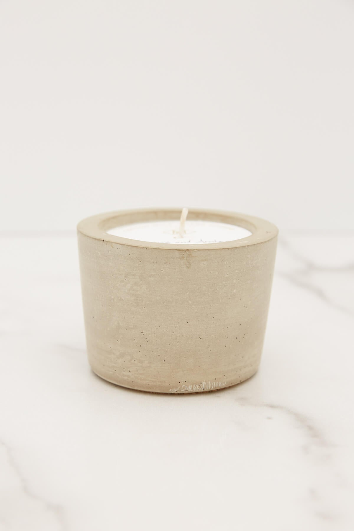 MacBailey Candle Co. Small Oakmoss + Amber Candle