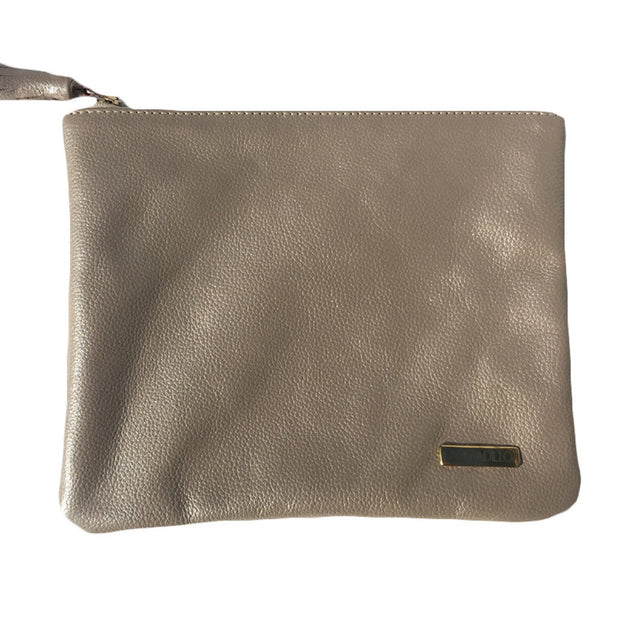 NIGHT FEVER POUCH IN METALLIC SILVER