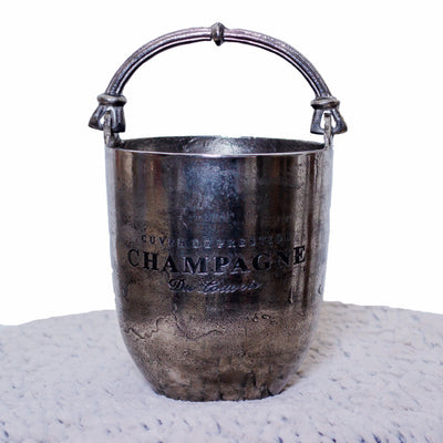 Made with 100% brass with a oxidised silver finish, this silver champagne bucket oozed romance.