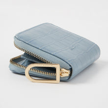 Essentials - Blue Croc