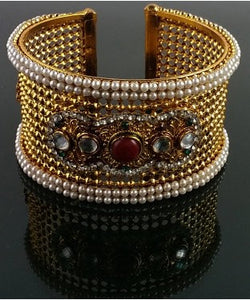 Aradhya Metal Beads Yellow Gold Bangle
