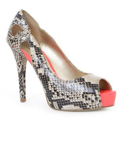 GUESS Peep Toe Heel Court She