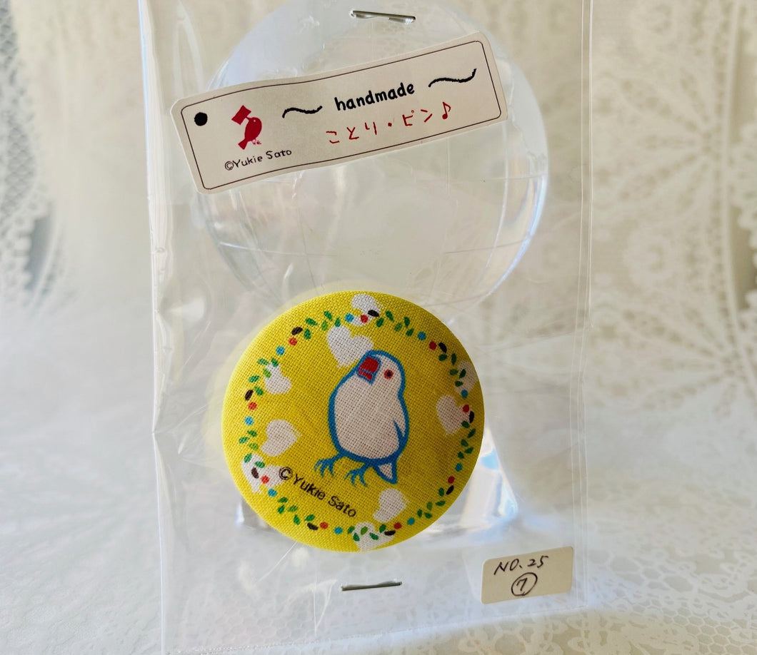 Java Sparrow Fabric Button Pin