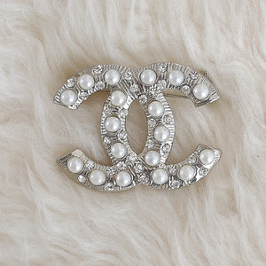 CHANEL Pearls Brooch - Small