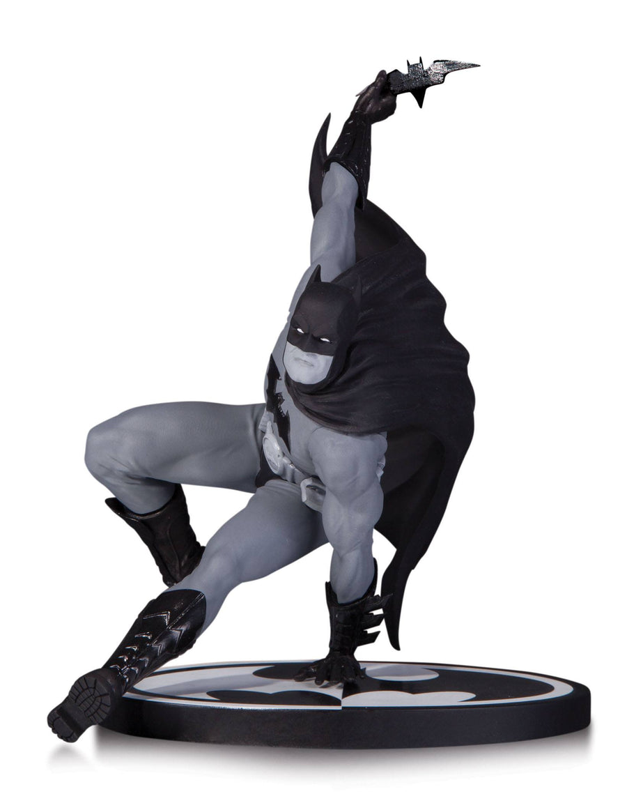 DC Collectibles - DC Comics - Figure Resin Batman (B/W)