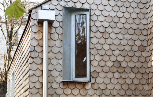 House tiled in wooden on the exterior, looks like owl feathers