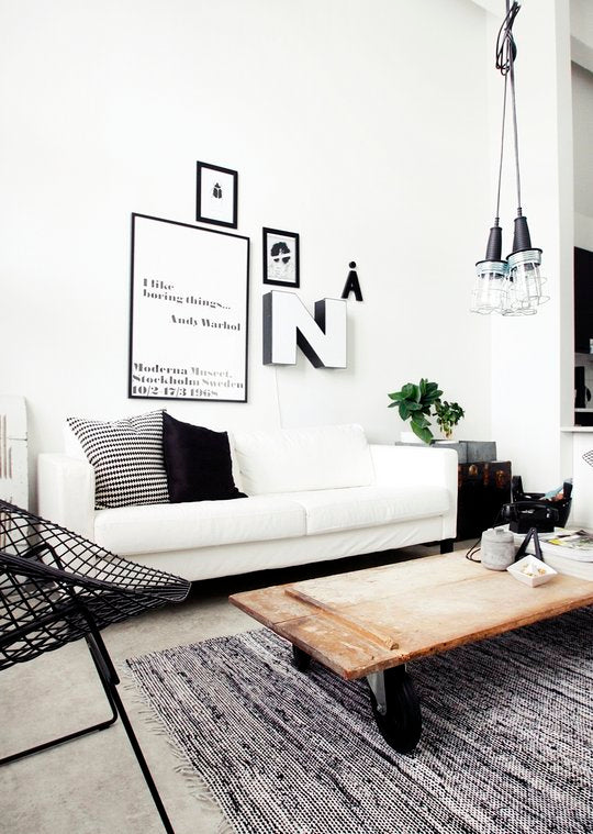White living room with white sofa and black accessories in the room