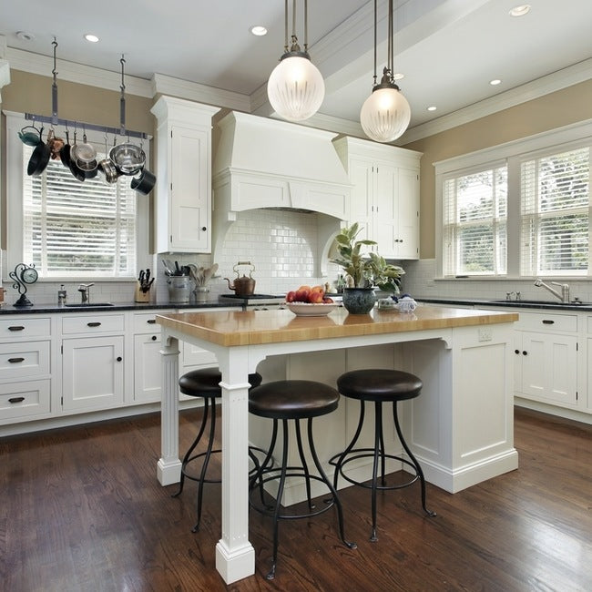 Hardwood floors and white are always winning colour combinations.
