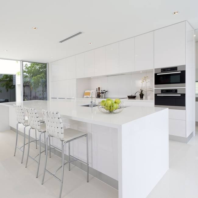Ultra white surfaces ooze chic style.