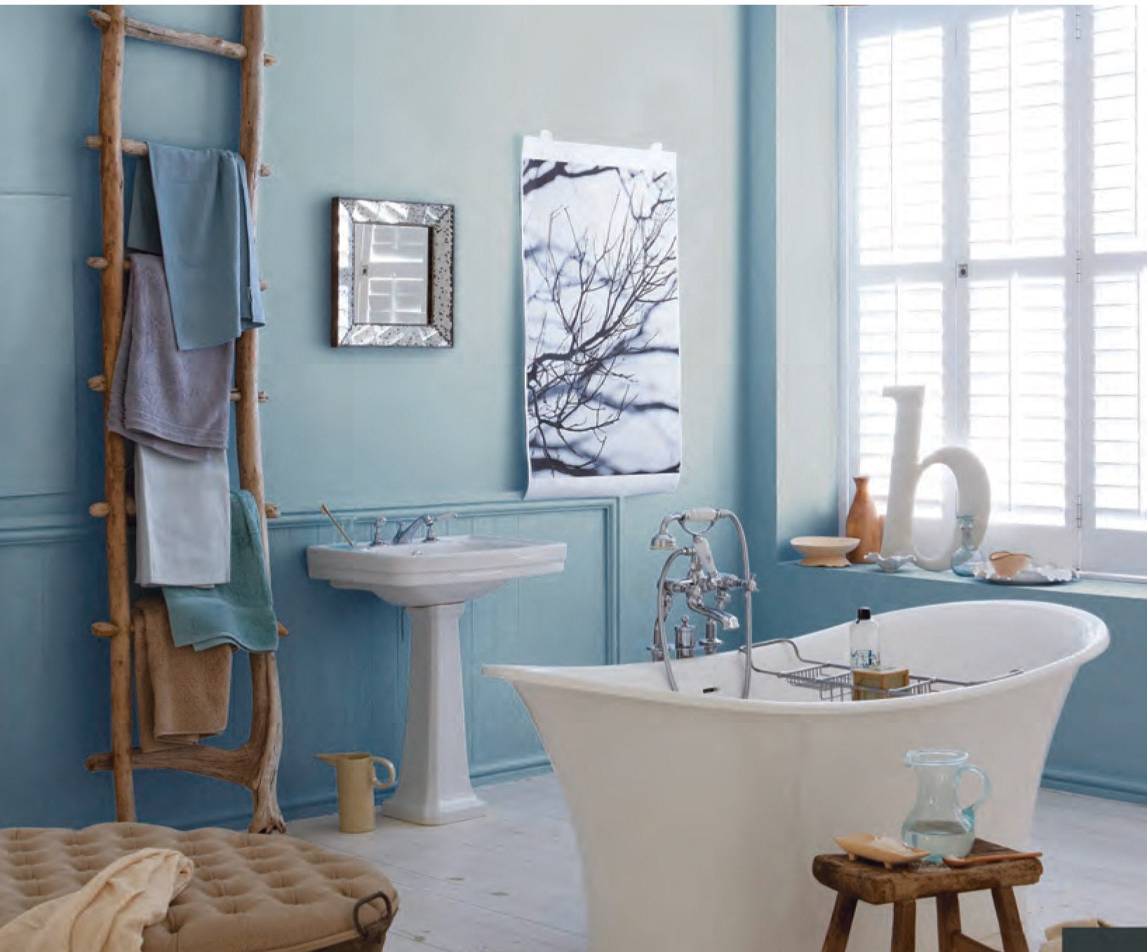 Blue bathroom ideas terrys fabrics 39 s blog for Bathroom decorating themes