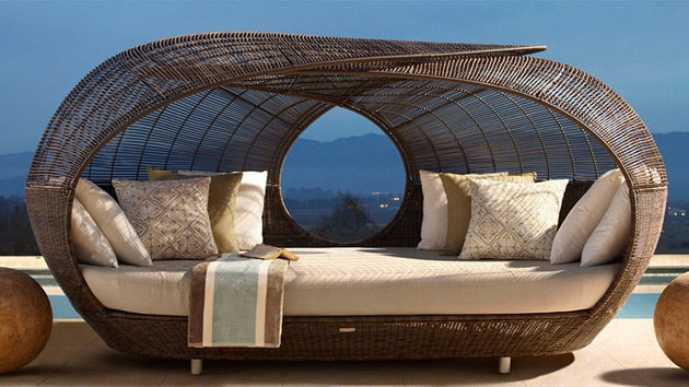 Wicker frame day bed, with cream cushions and seatpad