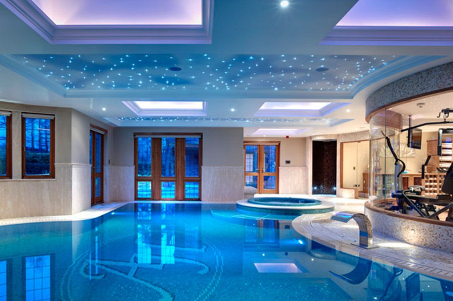 Luxury swimming pool, gym and Jacuzzi