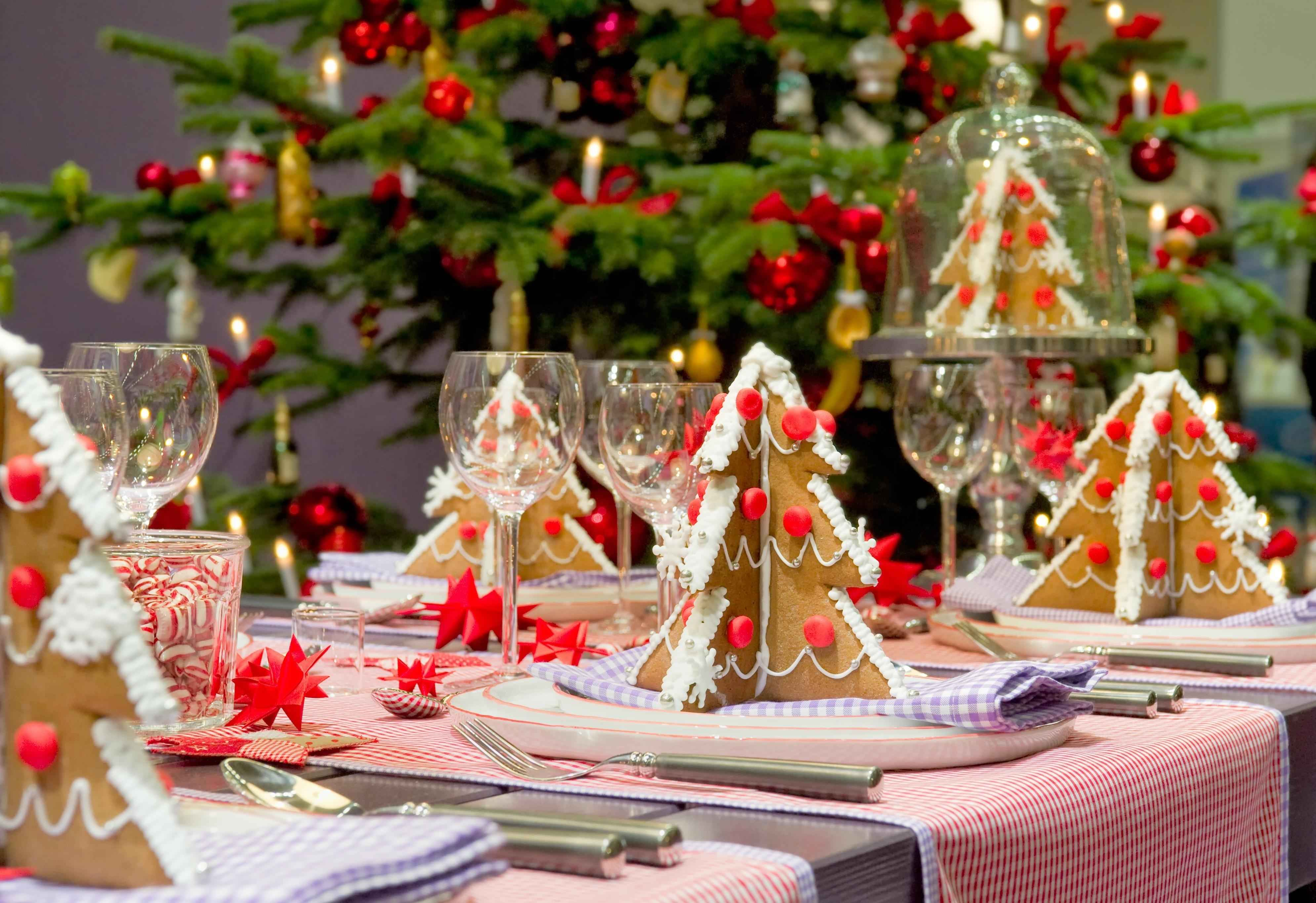Festive table setting with 3D Christmas trees made from gingerbread