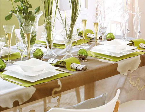 Bright and fresh Christmas table settings in white and light green